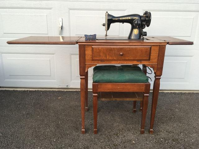 Singer Sewing Machine In Wood Cabinet