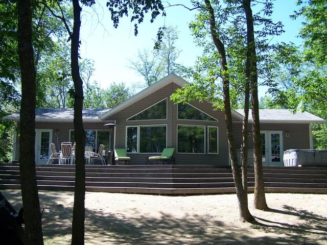 LAKEFRONT VACATION HOME/COTTAGE ON LAKE OF THE WOODS in