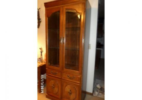 Broyhill Curio Cabinet Hutch