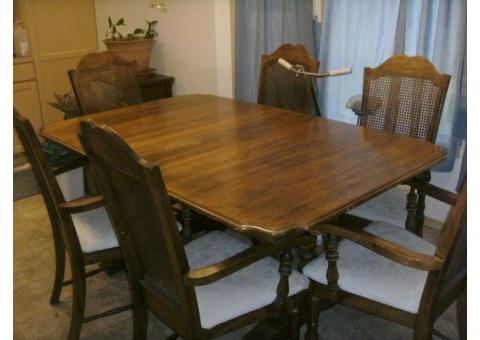 DINING TABLE AND CHAIRS BY JESSUP FURNITURE CORP. VIRGINIA